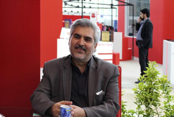 دکتر اکبر عباسی مدیر مسئول انتشارات پیک مشاور